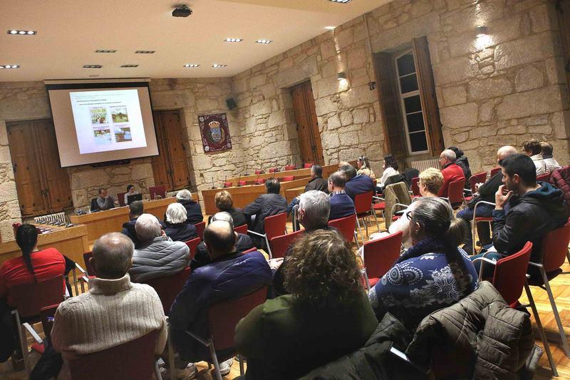 Os colectivos sociais de Ponteareas apostan por mellorar o transporte público entre as parroquias e a vila
