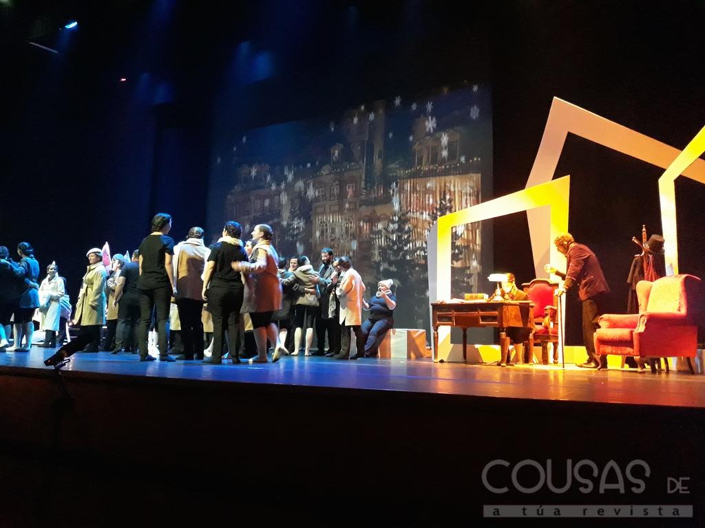"""""""Conto de Nadal"""" pon en pé ao público que enchía o Teatro de Tui"""