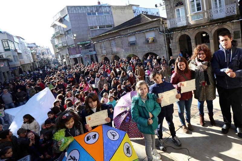 Centos de escolares dos centros educativos de Porriño participan nos actos reivindicativos do Día Mundial da Discapacidade