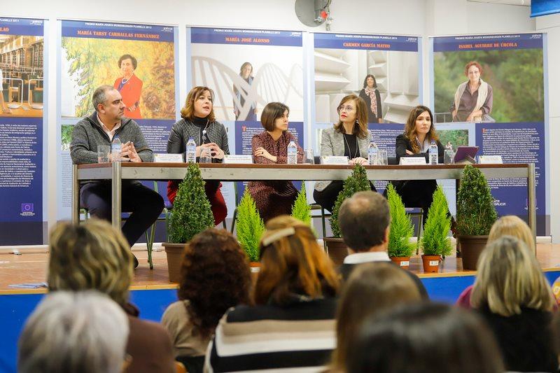 Inaugurada no CPI Covaterreña de Baiona a exposición sobre os Premios María Josefa Wonenburger