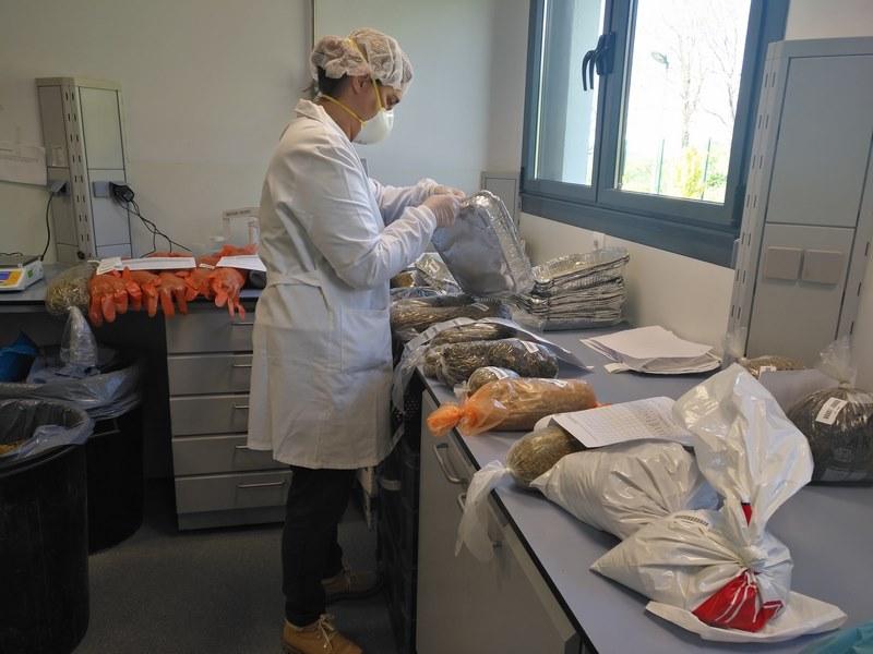 #COVID19 O Laboratorio de Mouriscade mantén activas as súas funcións sen incidencias priorizando análises microbiolóxicas e de augas