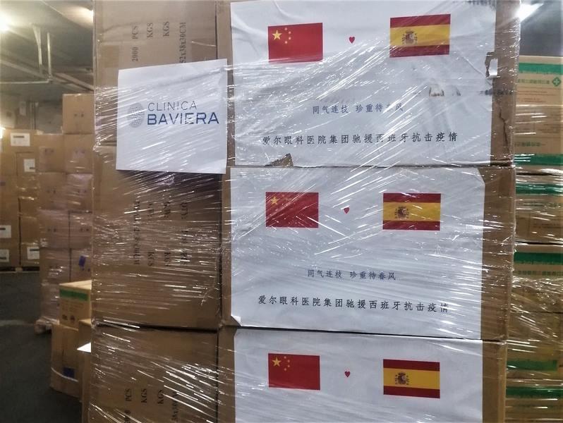 Clínica Baviera doa 300.000 unidades de material hospitalario ás autoridades sanitarias