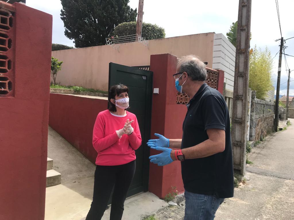 Nigrán entrega mascarillas especiais para persoas sordas elaboradas polo grupo de voluntarios do Val Miñor #YOMEPONGOACOSER