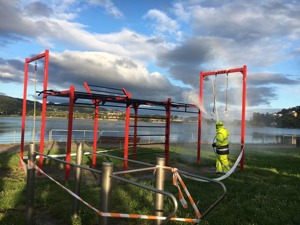 Nigrán desinfecta as instalacións deportivas ao aire libre que xa se poden utilizar para xogar individualmente o por parellas