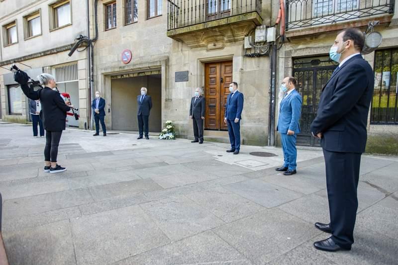 A Real Academia Galega homenaxea a Ricardo Carvalho Calero ao pé da súa casa en Santiago de Compostela
