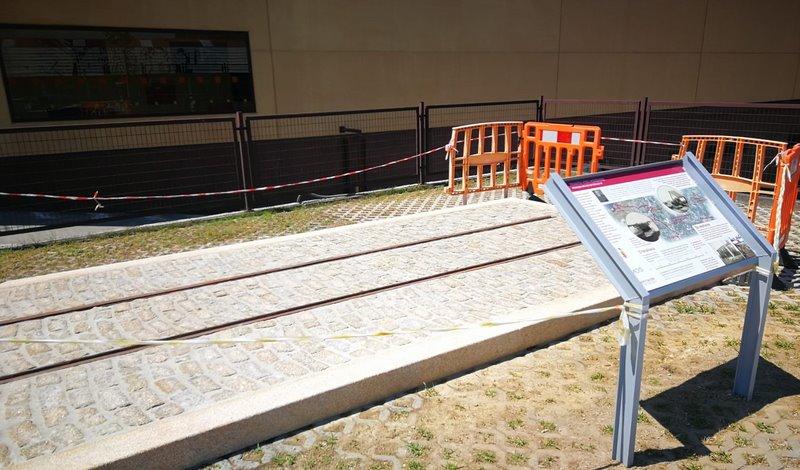 Mos restaura un tramo de raíles do antigo tranvía