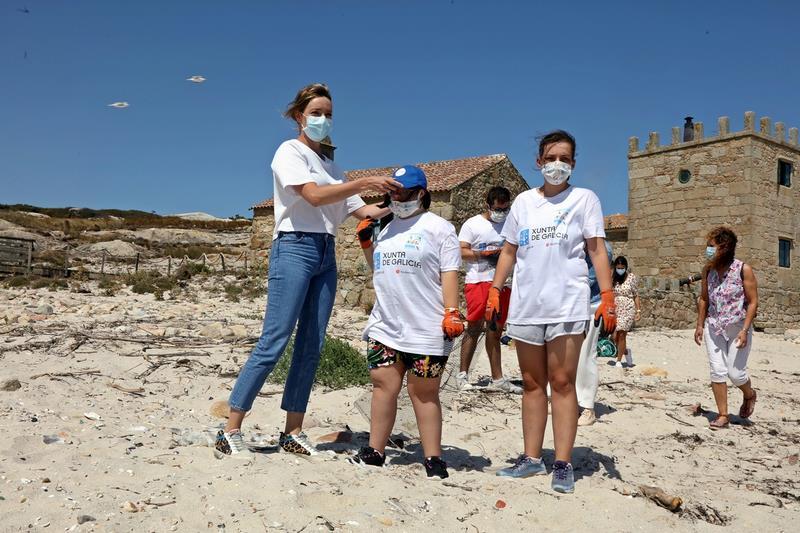 A Xunta desenvolve na Illa de Sálvora o primeiro campo de voluntariado organizado cunha entidade de atención á discapacidade