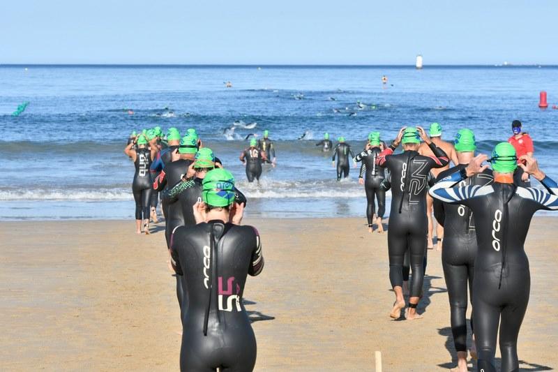 Preto de 400 nadadores participaron na X edición da Travesía a nado Costa Serena marcada por un estrito protocolo anti-COVID