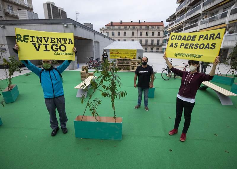 Greenpeace transforma a Praza do Progreso de Vigo para reclamar unha cidade máis sostíble