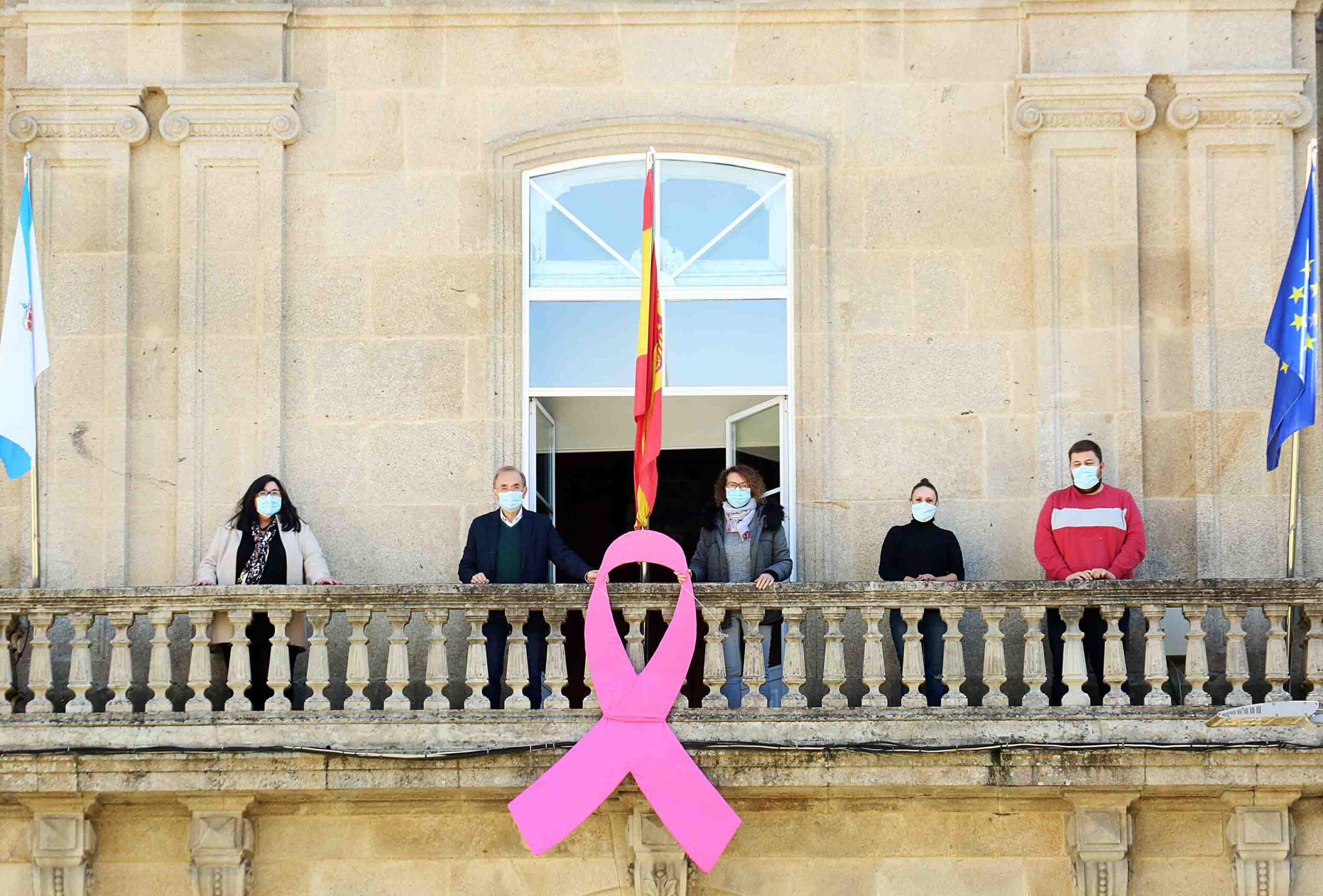 Ponteareas vístese de cor rosa con motivo do día mundial contra o cancro de mama