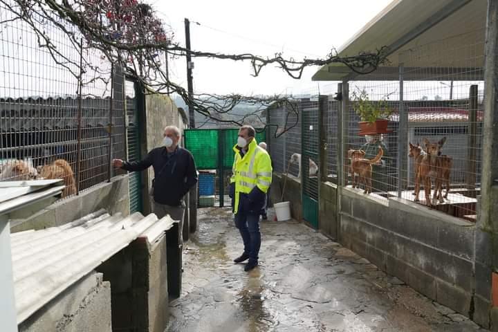 O alcalde de Tui visita as instalacións do refuxio de animais