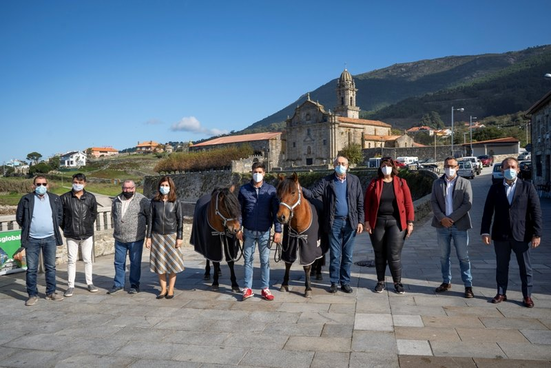 Oia pon en marcha o proxecto 'Do Mosteiro a Santiago', que permitirá que persoas con diversidade funcional fagan o Camiño acompañadas por cabalos de pura raza galega