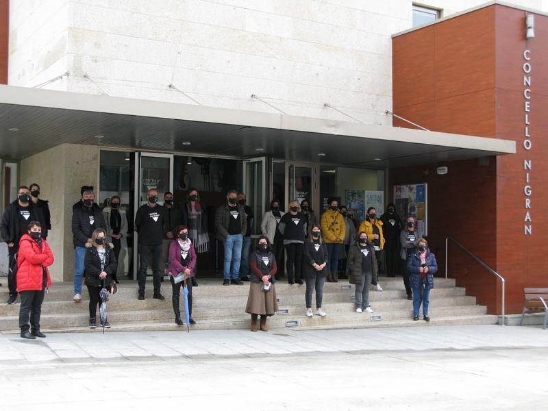 Nigrán conmemora o 25N coa lectura pública da moción plenaria ao respecto e a campaña Nigrán en Negro