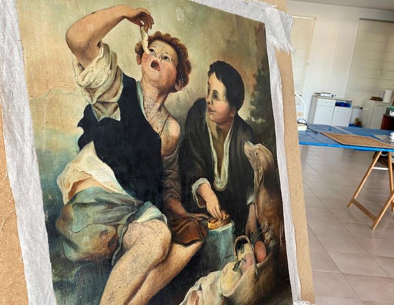 Marín restaura un cadro pintado por Torres durante a pandemia de 1918