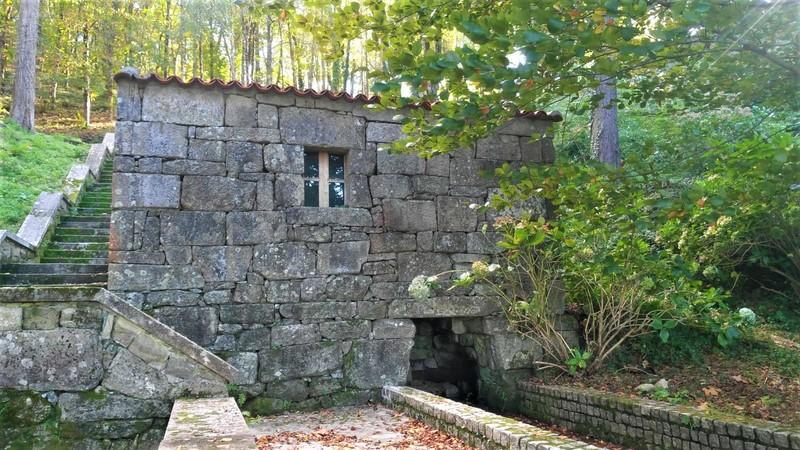 A Deputación inicia os traballos de recuperación do muíño de auga do Castelo de Soutomaior