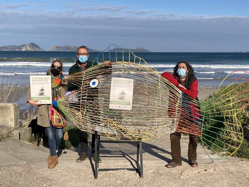 Amigos da Terra e Concello de Nigrán promoven unha campaña de recollida de plásticos nas praias