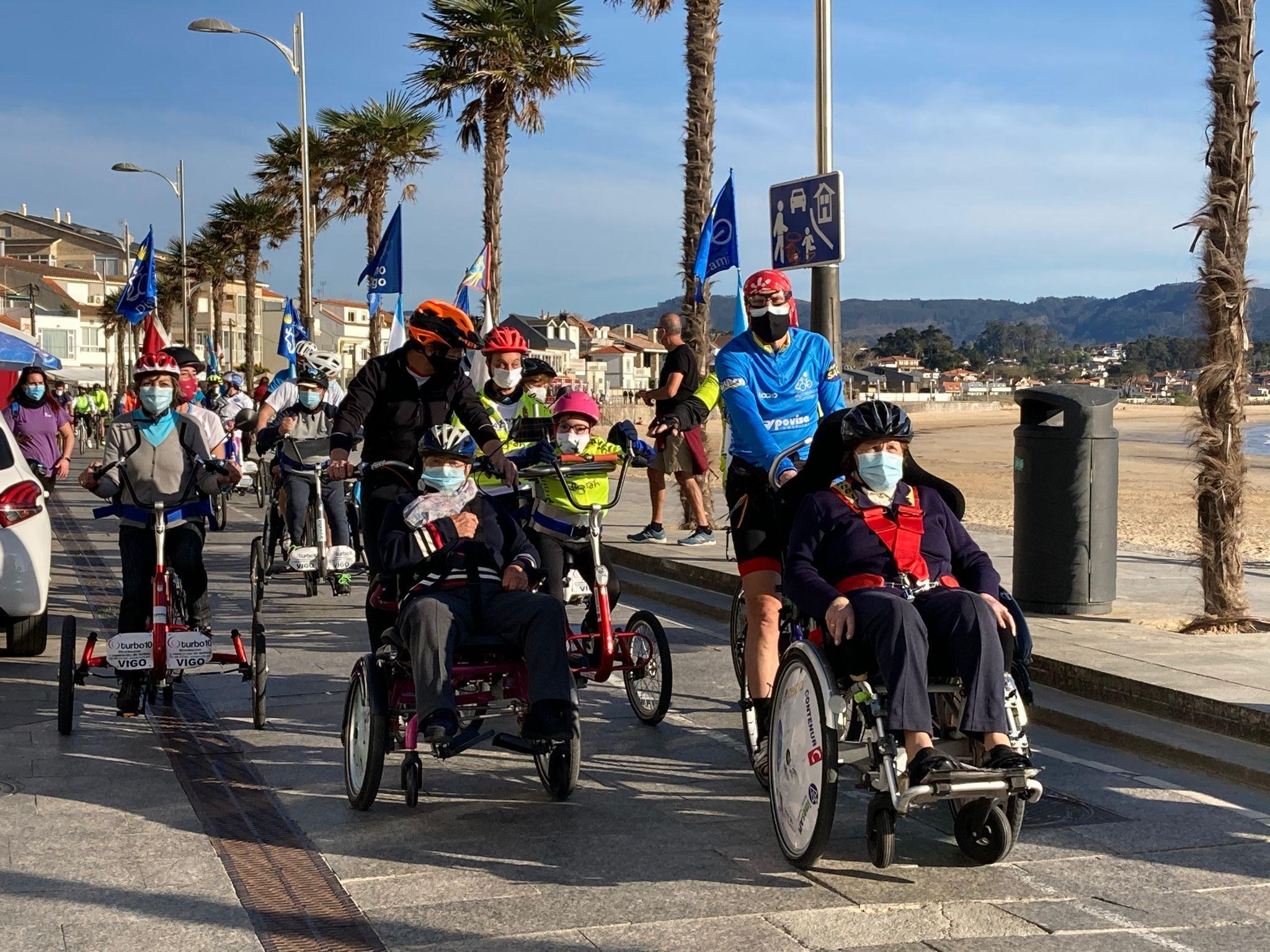 Nigrán e Discamino ofrecen un paseo en bicicletas adaptadas aos maiores do Centro Municipal para Persoas con Enfermedades Neurodexenerativas