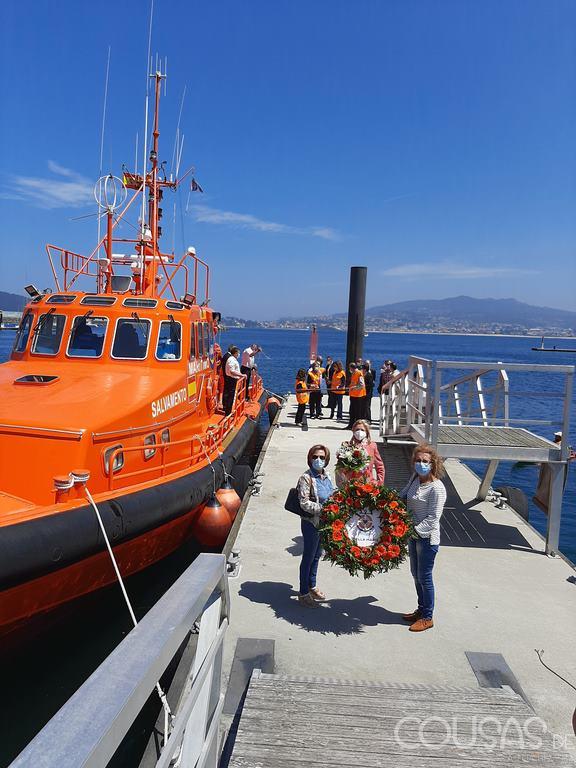 A Cruz de Lampedusa peregrina desde Vigo a Baiona por mar