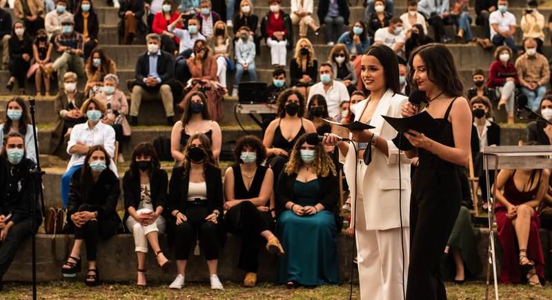 Medio centenar de alumnos e alumnas do IES de Tomiño gradúaronse no entorno da fortaleza de Goián