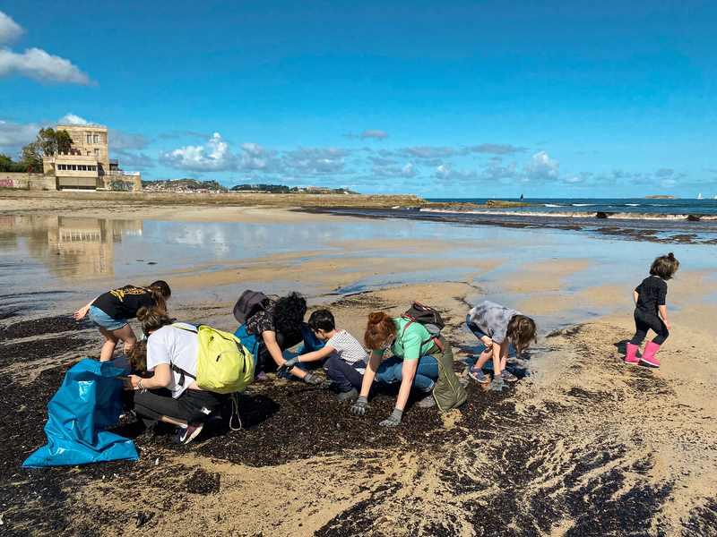 #ViveNigrán recolle 221 quilos de residuos en praia América