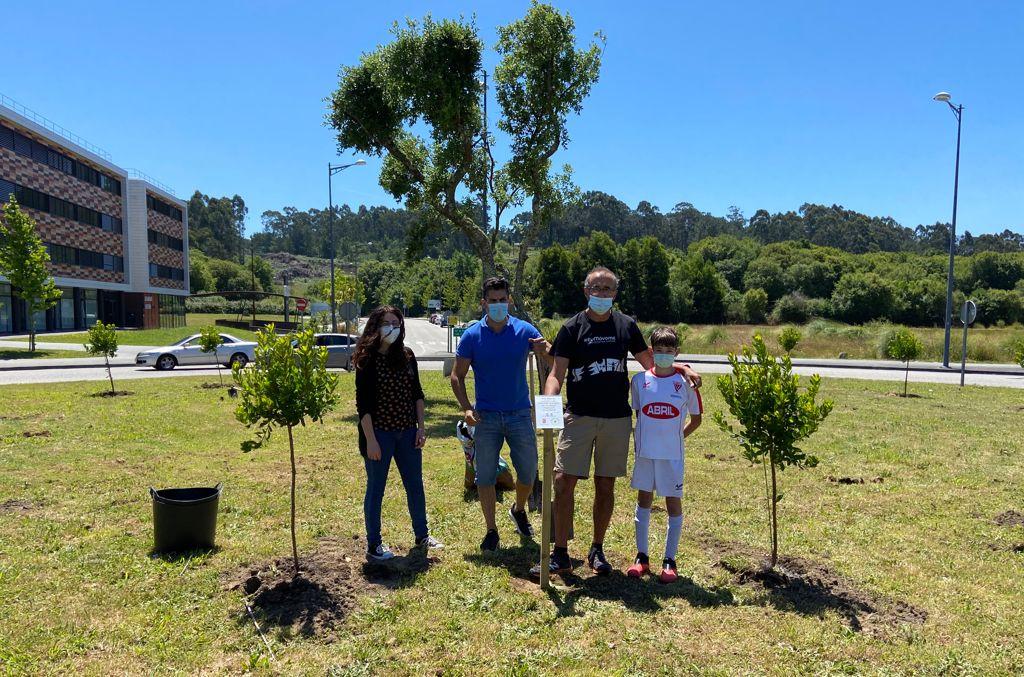 Nigrán celebra o Día Mundial do Medio Ambiente plantando dez madroños nunha zona verde do parque empresarial Porto do Molle