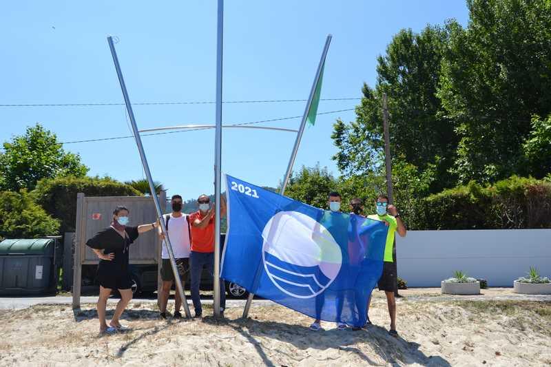 As bandeiras azuis xa ondean nas praias de Bueu