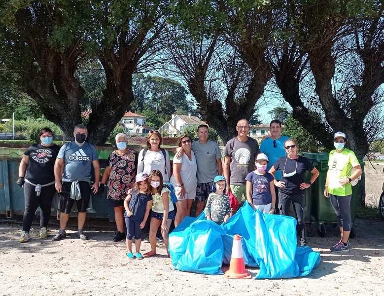 Nigrán súmase ao Proxecto Ríos de Adega cunha limpeza preto da desembocadura do río Muiños