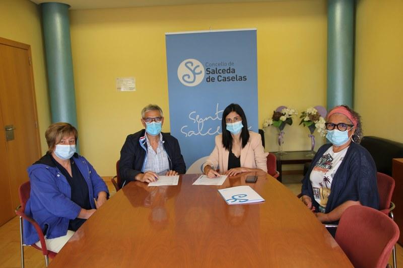 Salceda firma un contrato con Sociser Galicia de servicio de axuda no fogar para os próximos catro anos